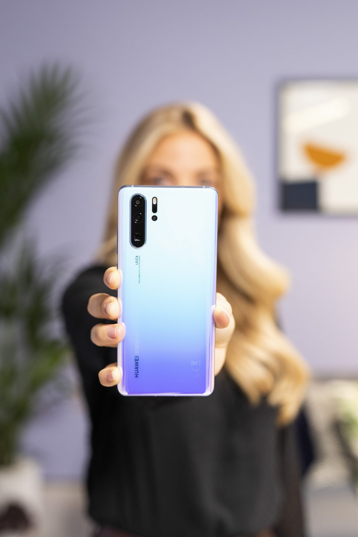 HUAWEI P30 Pro review lifestyle holding