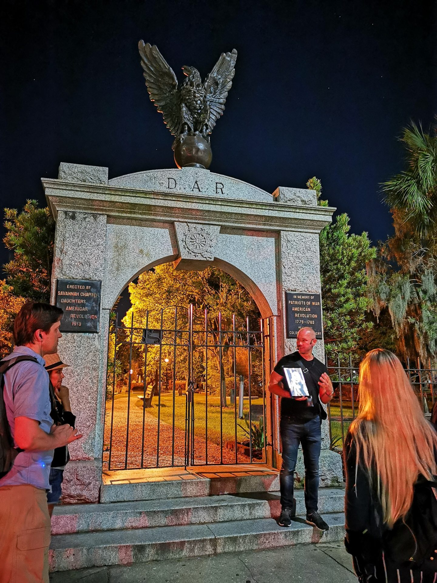 Savannah graveyard cemetery G & T walking ghost tour