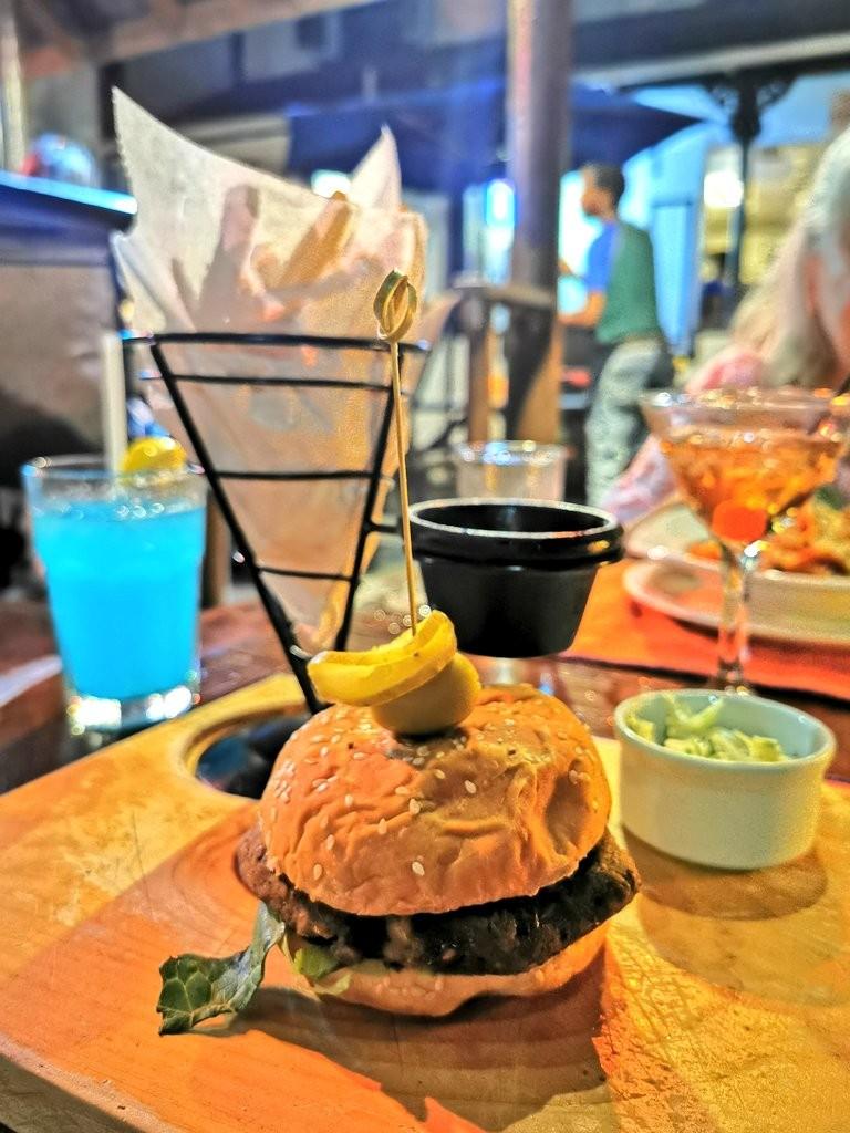 Veggie burger Mojos Barbados